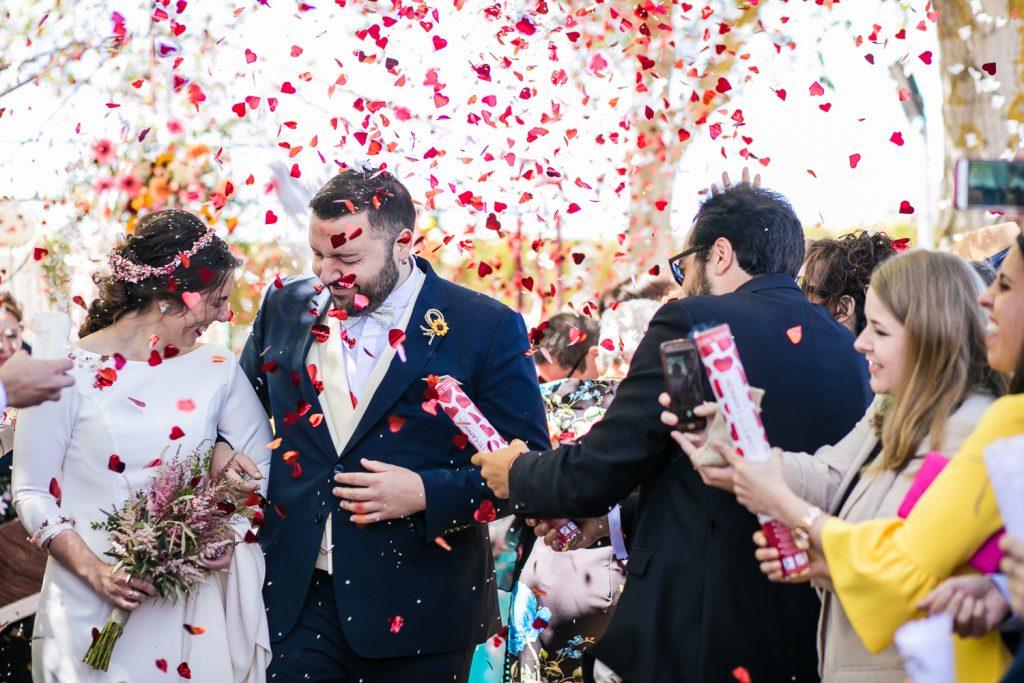 La salida de la ceremonia de los novios
